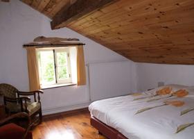 Een slaapkamer van het pension Goutte à Goutte in de Vogezen