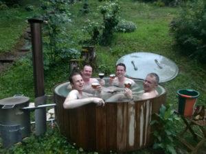 Onze nieuwe hottub in de tuin, om heerlijk te ontspannen.